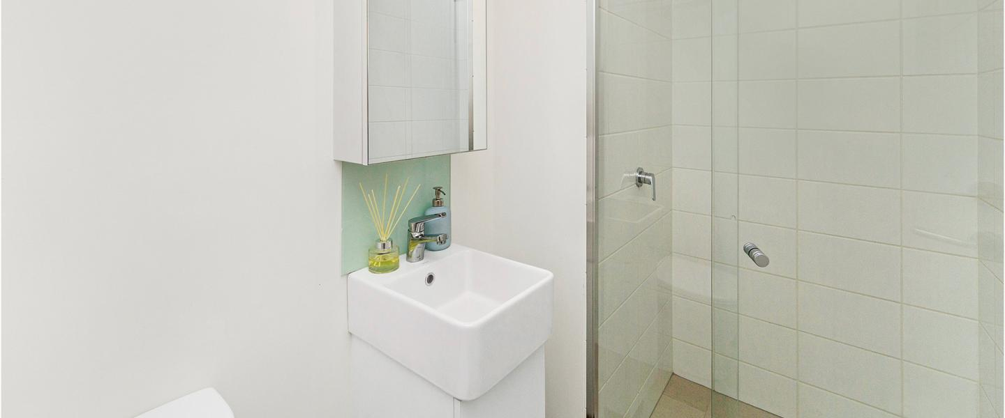 Merivale 2-Bedroom Apartment Bathroom
